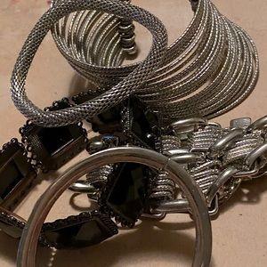 🤩5 Bracelets for $20🤩